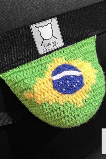 banderas tejidas a crochet en adornos