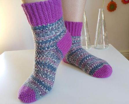calcetines tejidos a crochet coloridos