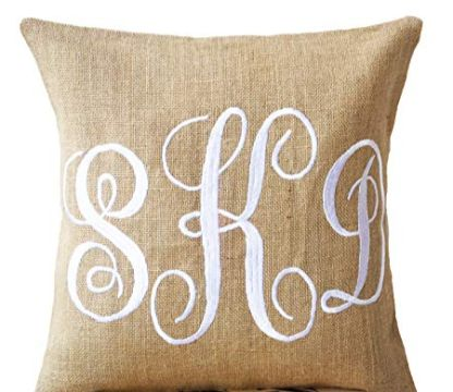 cojines con letras bordadas decorativos