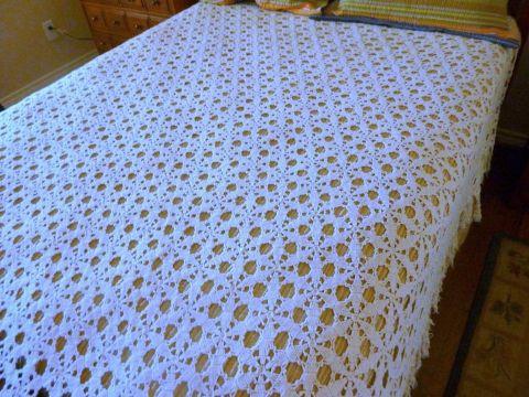 colchas a crochet para cama blancas