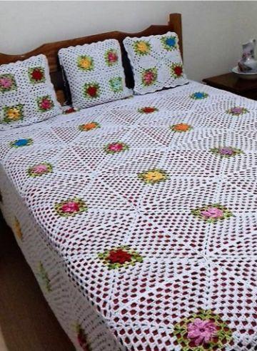 colchas a crochet para cama con colores