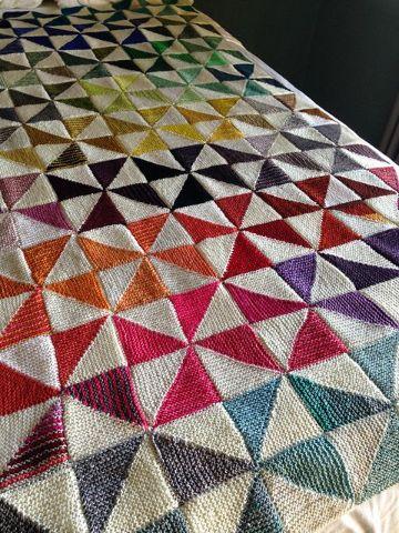 triangulos tejidos en crochet en colchas