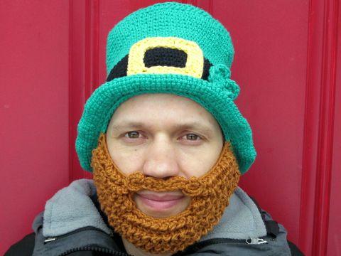 gorro de duende tejido con barba
