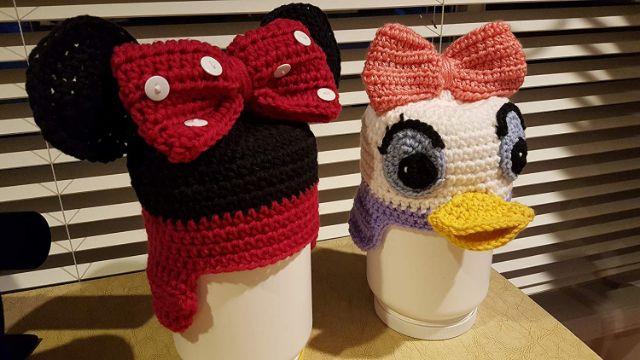 gorro de minnie a crochet y otros personajes