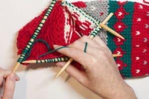 6 pasos para hacer medias tejidas a palitos y lana