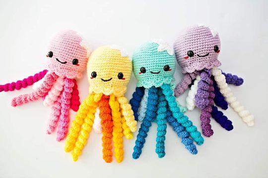 pulpo tejido a crochet coloridos