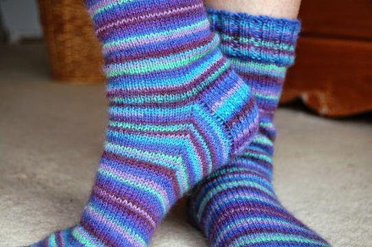calcetines a dos agujas coloridos