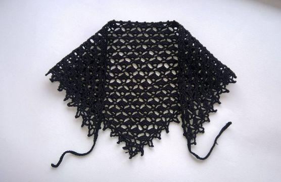 pañoleta tejida a crochet negra