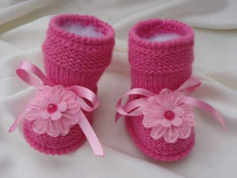 botitas tejidas para niña con flores