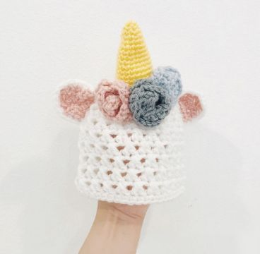gorros tejidos de unicornio para niña con flores