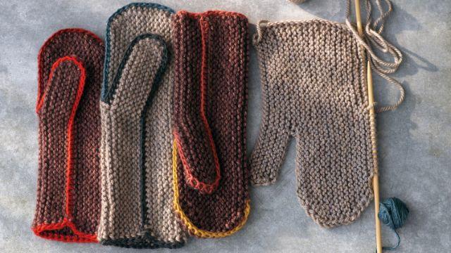 manoplas tejidas a dos agujas diferentes colores