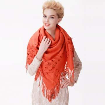 chalinas a crochet para mujeres con flecos y flores caladas
