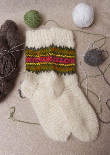 medias de lana tejidas para invierno