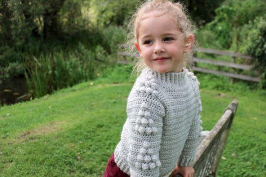 chompas a crochet para niñas con figuras en relieve