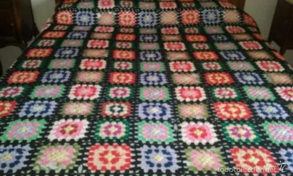 colchas de colores a crochet con muestras