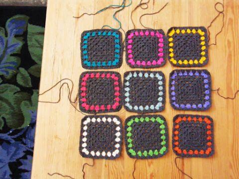 cuadrados en crochet faciles con marcos de colores