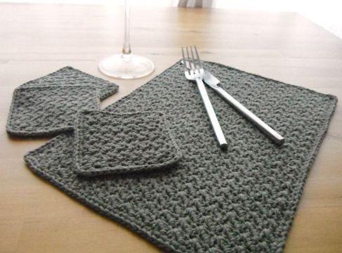individuales rectangulares tejidos a crochet con portavasos
