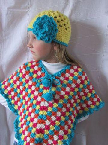 ponchos a crochet para niñas con gorros