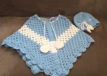 Coloridos ponchos a crochet para niñas con 2 pompones