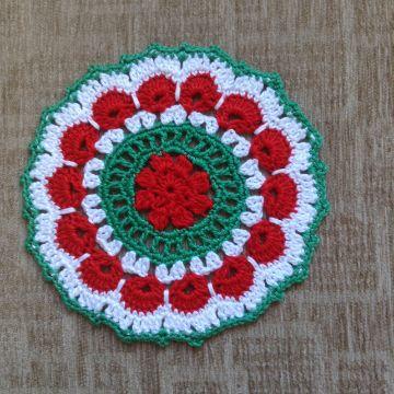 tapetes a crochet para mesa flores coloridas