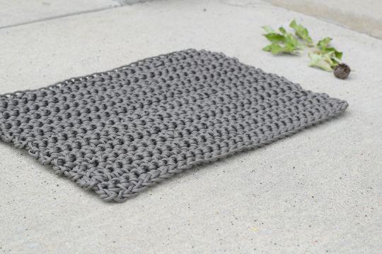 alfombras tejidas a crochet pequeña