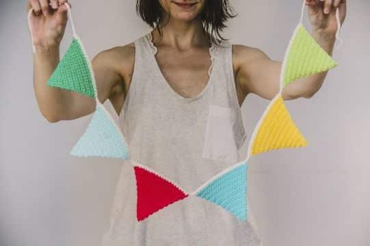 guirnaldas tejidas al crochet de colores