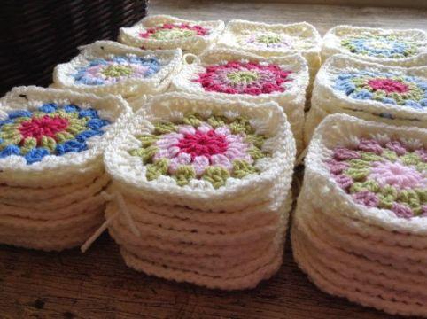 mantas de ganchillo de cuadros con flores