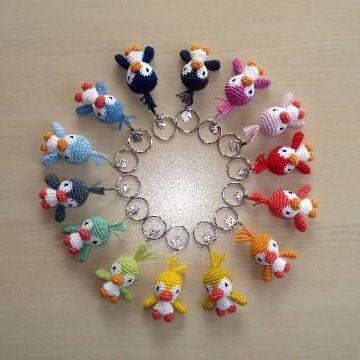 llaveros a crochet de animales aves de muchos colores