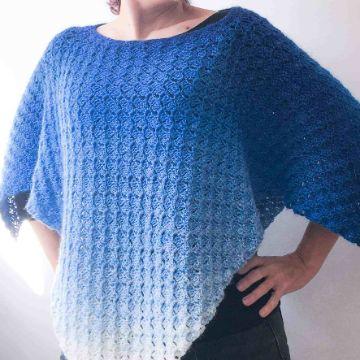 patrones de ponchos a crochet a dos tonos