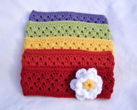 vinchas a crochet para mujer de colores con una flor