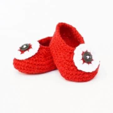 zapatos de bebe a crochet con flores