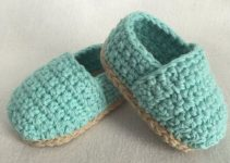 Bonitos diseños zapatos de bebe a crochet a 2 colores