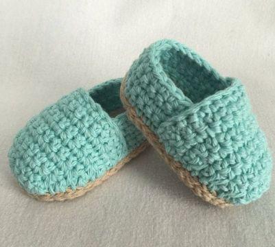 zapatos de bebe a crochet con suelas de otro tono