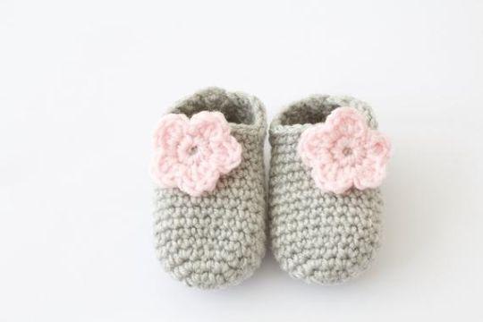zapatos tejidos para niñas con flores
