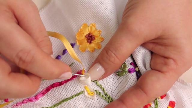 bordados en cinta para manteles hermosos detalles