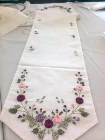 bordados en cinta para manteles para crear relieves
