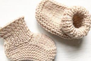Bonitas botitas de bebe a dos agujas niños de hasta 12 meses