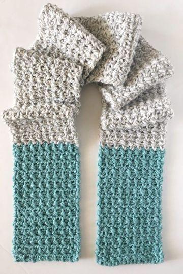 bufandas de dos agujas modernas jugando con dos tonos