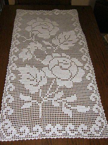 caminos de mesa tejidos a crochet con flores