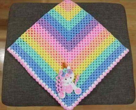 colchitas de bebe a crochet colorida