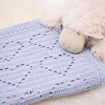 cobijas para bebe tejidas en crochet corazones marcados