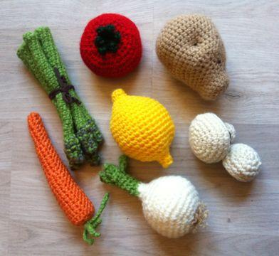 frutas y verduras tejidas a crochet con rellenos