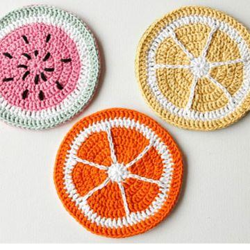 frutas y verduras tejidas a crochet mitades portavasos