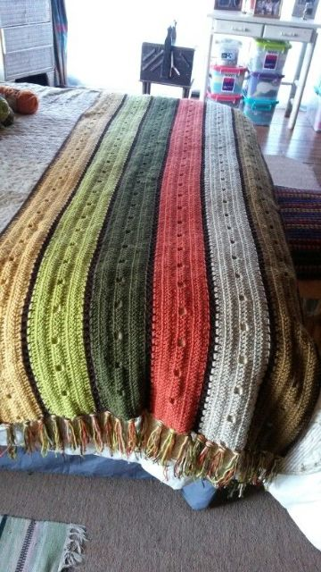 mantas de lana tejidas a crochet con flecos