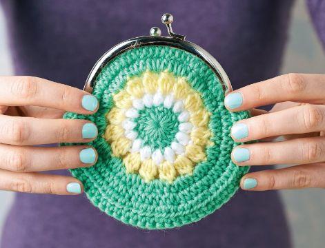 monederos tejidos a crochet con flor