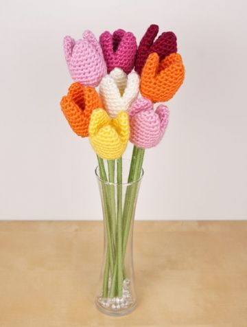 tulipanes tejidos a crochet para decorar