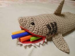 cartucheras a crochet de animales tiburon