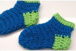 Geniales medias tejidas a crochet para niñas de 2 años