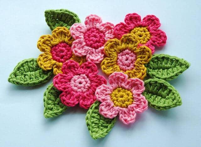 tejidos a crochet flores y hojas sencillas y coloridas