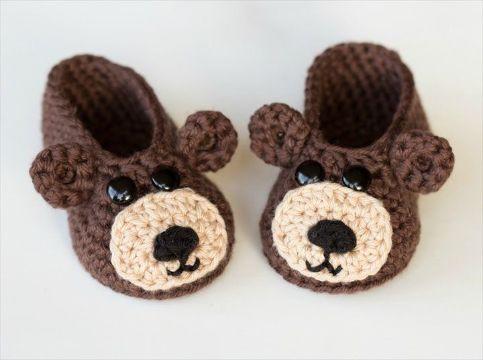 zapatos de bebes a crochet con caritas